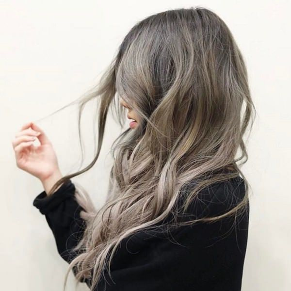 As Opposed To Ery Blondes Ash Give Off The Same Cool Vibe Of Silver Shades An Almost Platinum Blonde With Gray Undertones