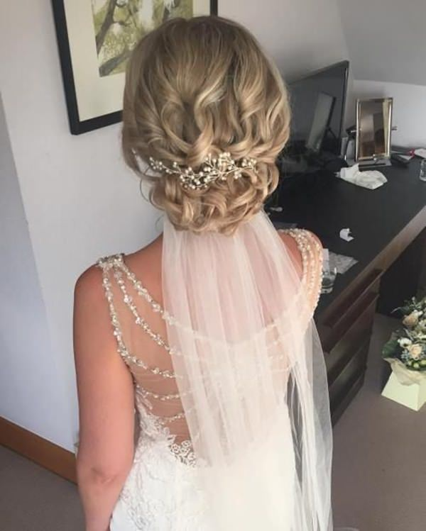 Wedding Hairstyles For Medium Curly Hair: 145 Exquisite Wedding Hairstyles For All Hair Types