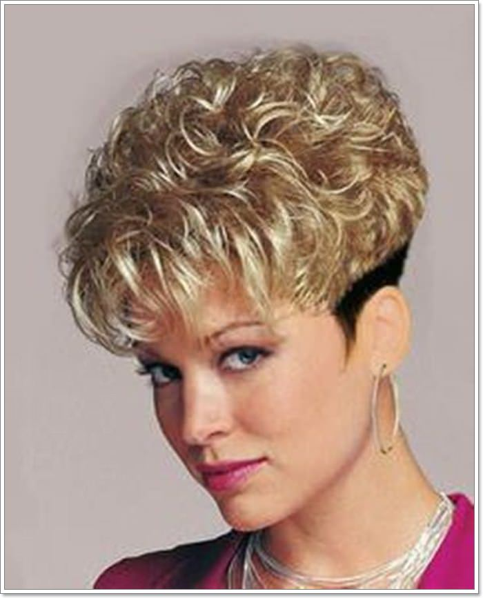 46 Gorgeous Dorothy Hamill Haircuts For The Modern Mature Woman