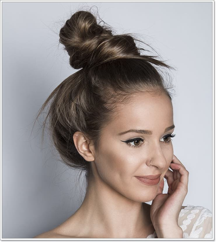 24ef270030b47 36 Fuss-Free Messy Buns You Can Rock From Day to Night